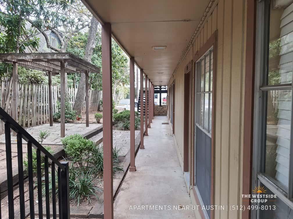 balcony-hallway-units-envoy-apartments