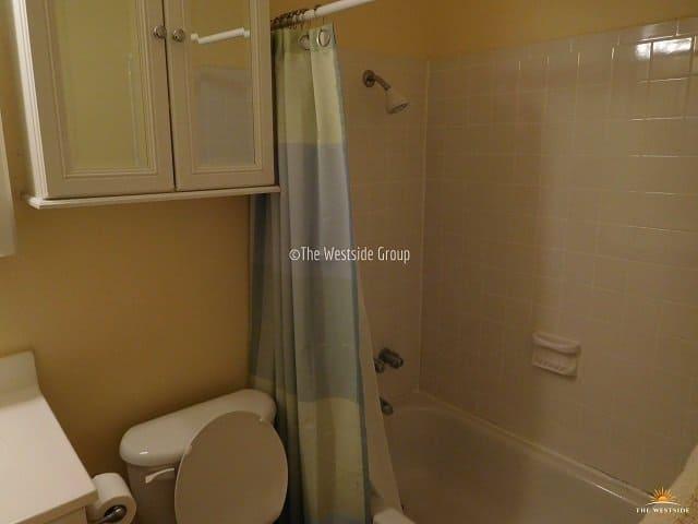 full bathtub on apartments near UT Austin