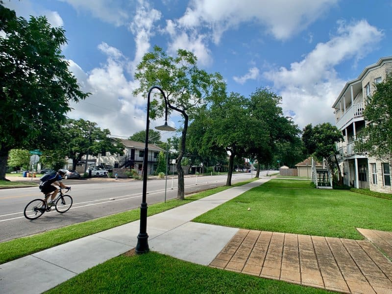 walkability and biking access near to ut campus