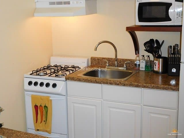 full kitchen with appliance in austin west campus
